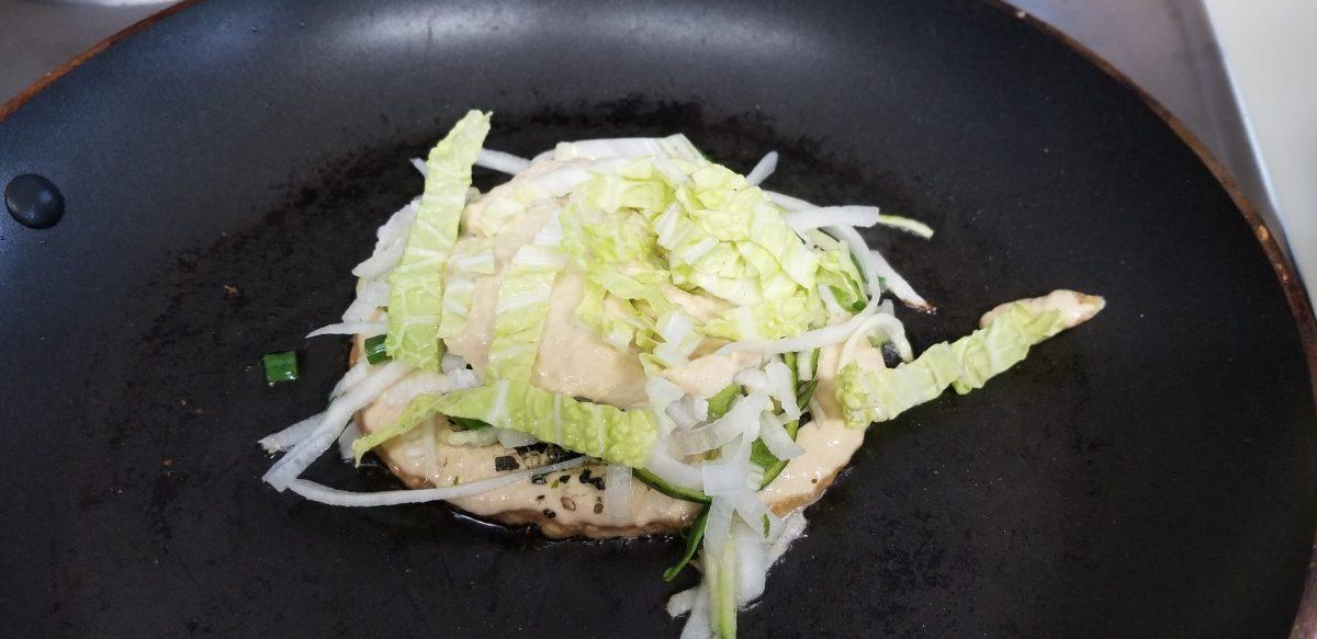 sprinkle cabbage on top of okonomiyaki